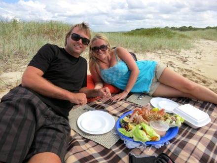 Romantic-ideas-noosa-dreamboats-sandbar-picnic-cruise1